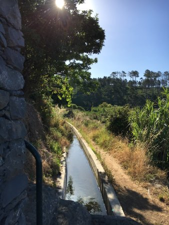 Faja da Ovelha, Portugal: Levada Nova running past the house
