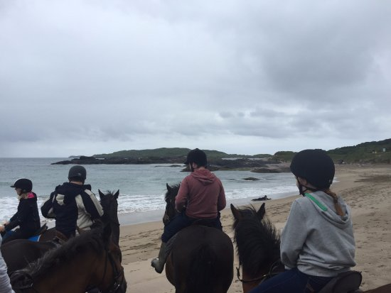 Caherdaniel, Irlande : Gathering on the shore