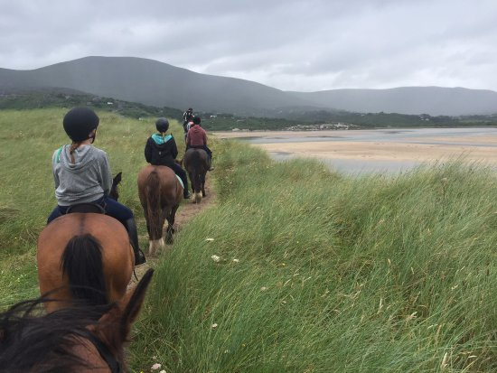 Caherdaniel, Irlanda: Back to go through the shallow water