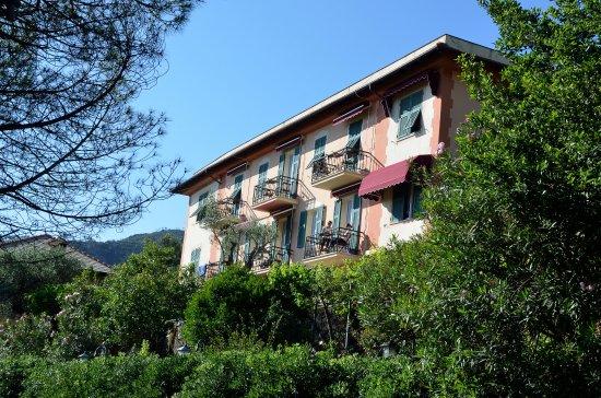 Bonassola, Italia: Hotel von der Straße aus