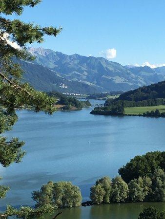Avry-devant-Pont, Schweiz: Très jolie chambre avec une vue sur les pré-alpes superbe