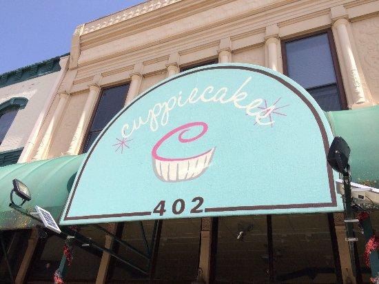 McGregor, Техас: Cuppiecakes storefront