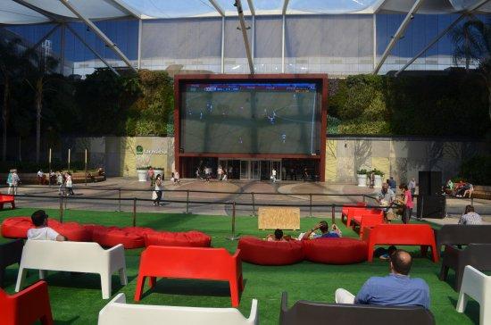 Amadora, Portugal : Salão, Bancadas e Ecrã Gigante na Praça durante o Euro 2016