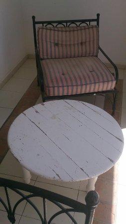 Hotel Dar Hayet: meubles d extérieurs pour se relaxer face a la mer