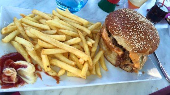 Anduze, France: Burger Chti et cocktails sans alcool .