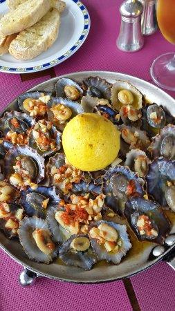 Agua de Pau, Portugal: Muscheln mit viel Knoblauch und süsses für Naschkatzen