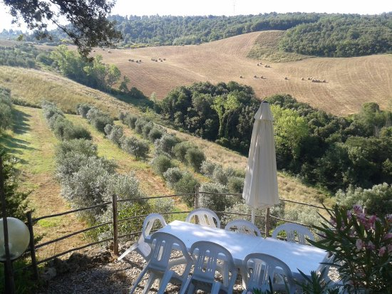 Montaione, Italia: panoramic view from terrace