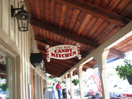 The Old  Mill Candy Kitchen: Their sign
