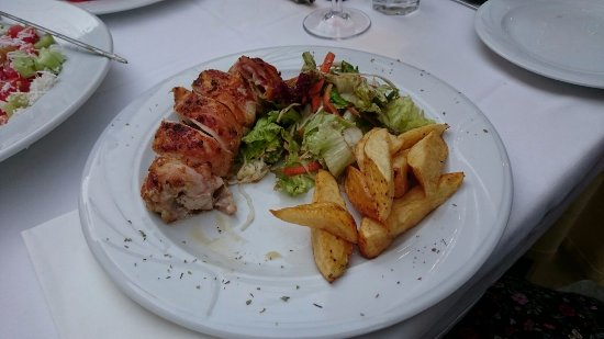 Kapilio: Das ist das Hähnchen gefüllt mit Schinken und Käse. Ein Bissen fehlt bereits ;) SEHR lecker!