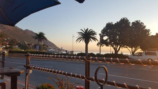 Gordon's Bay, Sudáfrica: Ocean & mountain view
