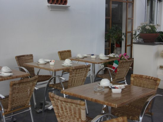 Hotel La Tosca: patio for dining or lounging