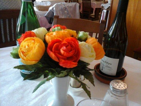 Thollon-les-Memises, Fransa: Décoration raffinée de la table