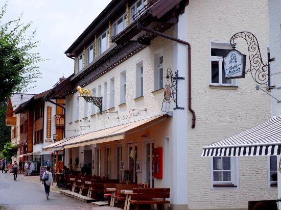 Alpin Lifestyle Lowen & Strauss
