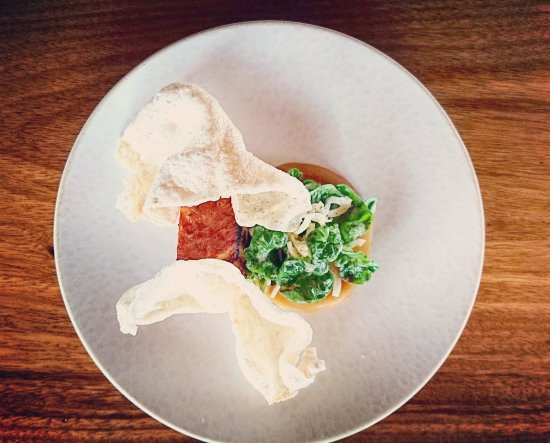 Restaurante Don Rufino: Slow-cooked pork belly, crispy pork rinds, plantain purée and watercress fennel salda