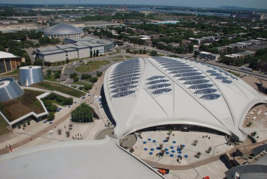 Montreal, Canadá: Look at the Biodome from the olympic park's observation tower