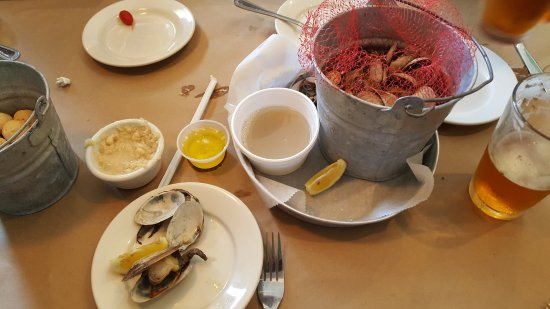 Manahawkin, Nueva Jersey: Bucket of Ipswich clams. Yum, Yum!!