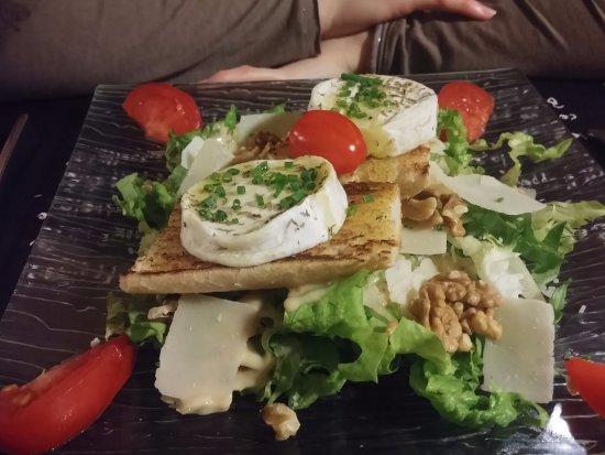 Mennecy, France: Salade chèvre noix etc