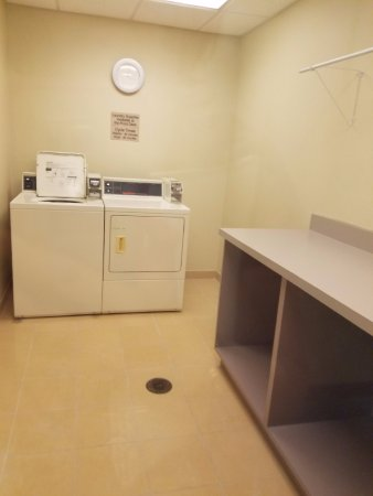SpringHill Suites St. Petersburg Clearwater: Laundry room with folding table. Purchase soap from front desk.
