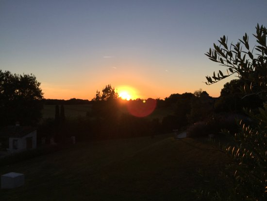 Naussannes, Francia: Sunset seen from the Garden Room's private terrace.