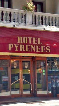 Hotel Pyrenees: Entrada do hotel