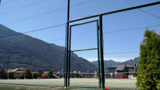 Hotel Pyrenees: Quadra de tenis