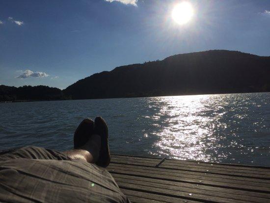 Belley, Frankrike: Le soleil, le lac, les espadrilles, le bonheur