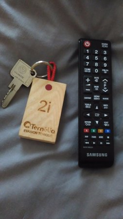 Villers-le-Lac, France : télécommande remise à l'accueil et peut être en 'surplus' selon le tarif que vous avez choisi.
