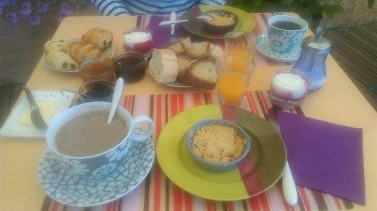 Terrasson-Lavilledieu, Francia: Le petit déjeuner