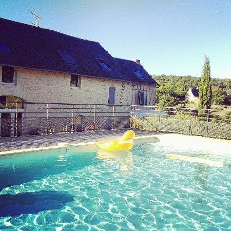 Terrasson-Lavilledieu, Francia: La piscine