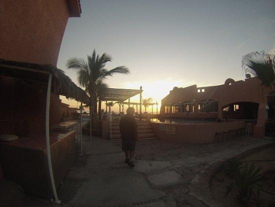 Club Hotel Cantamar : Piscina, restaurante/bar del hotel