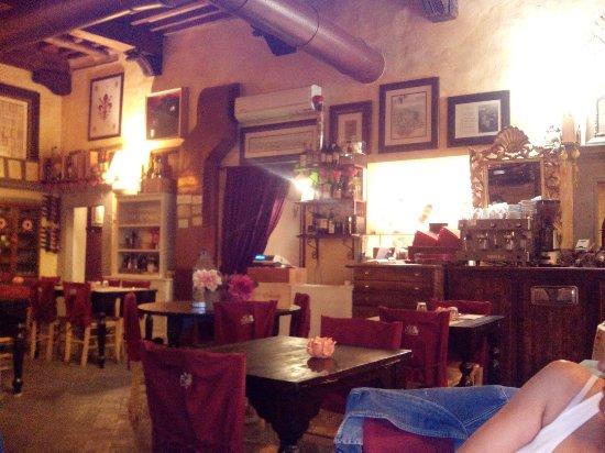 Barberino Val d'Elsa, Italia: IMG_20160716_220146_large.jpg