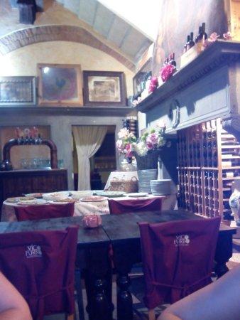 Barberino Val d'Elsa, Italia: IMG_20160716_220205_large.jpg