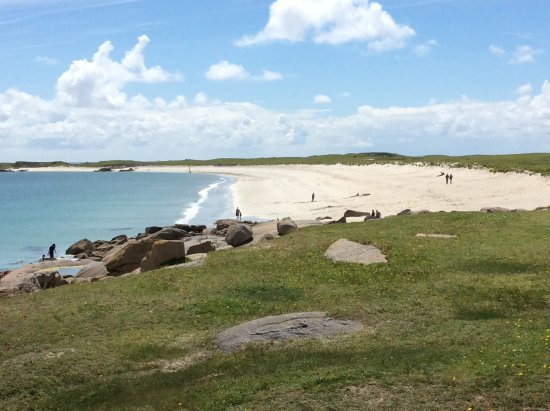 Roundstone, Irlanda: Clean quality beach, quiet even in a sunny July day