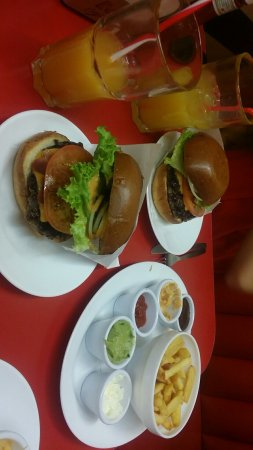 Ed's Easy Diner - Trocadero : Snapchat-1416601862995319510_large.jpg