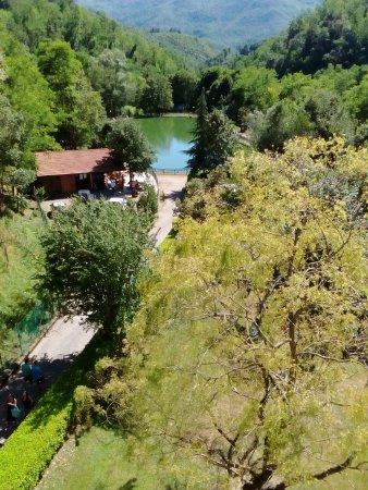 San Marcello Pistoiese, อิตาลี: Il laghetto visto dal ponte sospeso