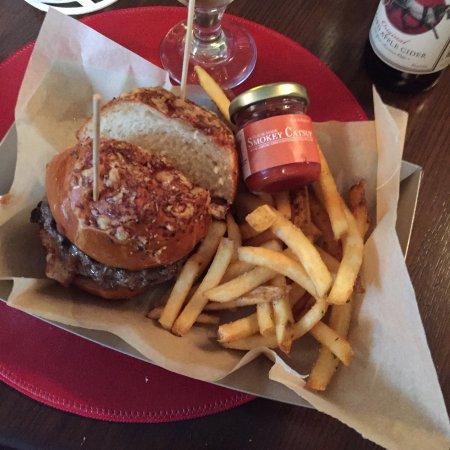 Hyde Park, NY: Tavern Burger