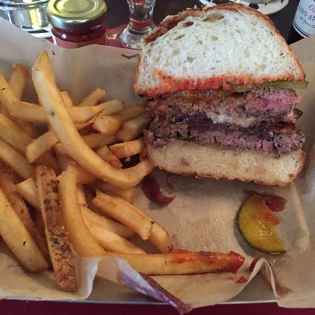 Hyde Park, NY: side view -oh and fries are wonderful