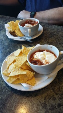 Hockliffe, UK: Tea cup of chilli with nachos