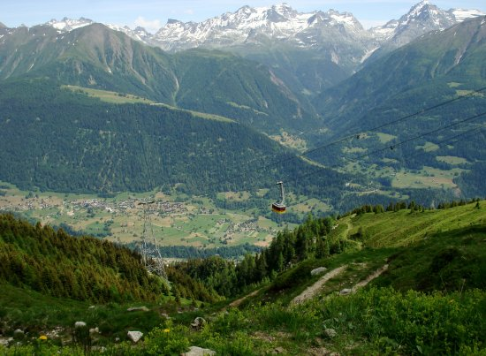 Fiesch in Valais, Switzerland: The cable car leaves Fiescheralp