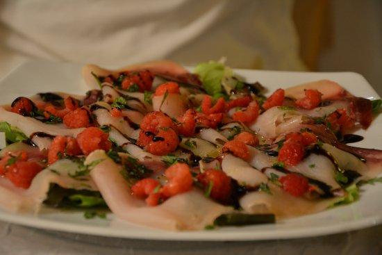 Sellano, Ιταλία: Carpaccio di pesce spada con lamponi