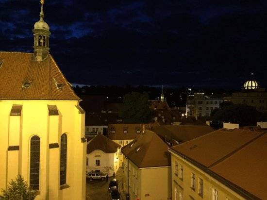 Hotel Hastal Prague Old Town: view from our room in the 4th floor