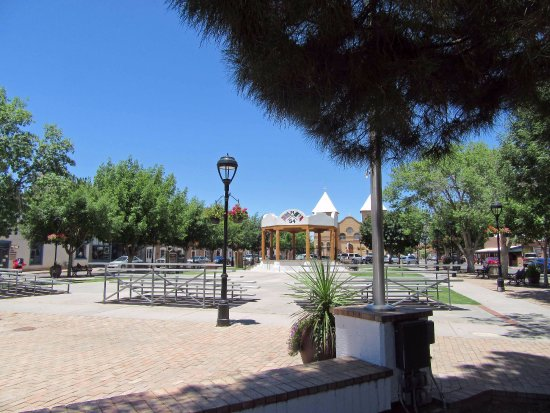 Mesilla, Nouveau-Mexique : Central plaza, book store on west side