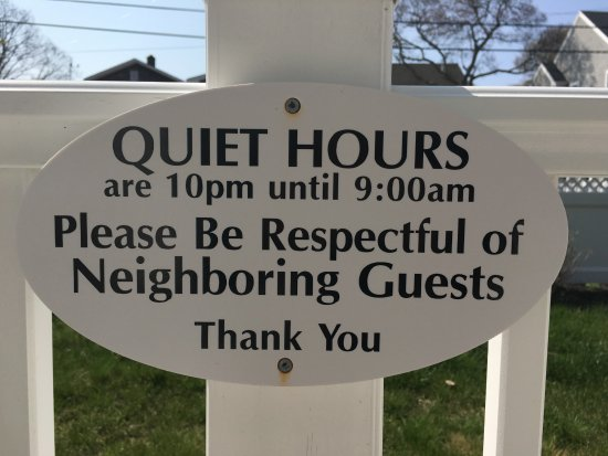 Falmouth Heights Motor Lodge: A little courtesy.