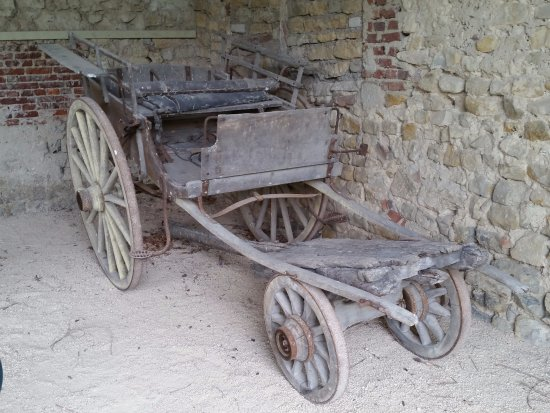 Chateau de Pange: Old Original Cart