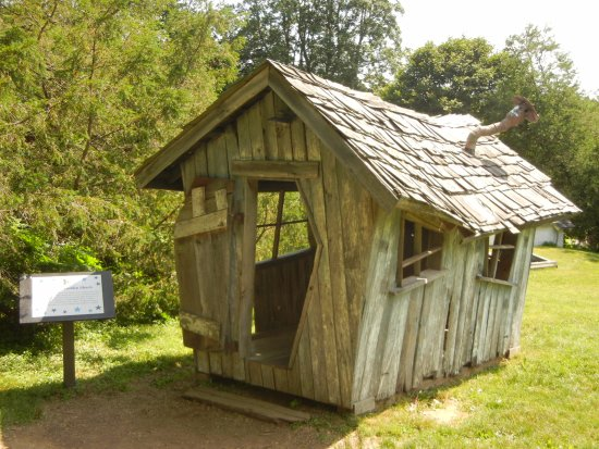 Media, Пенсильвания: Goblin house