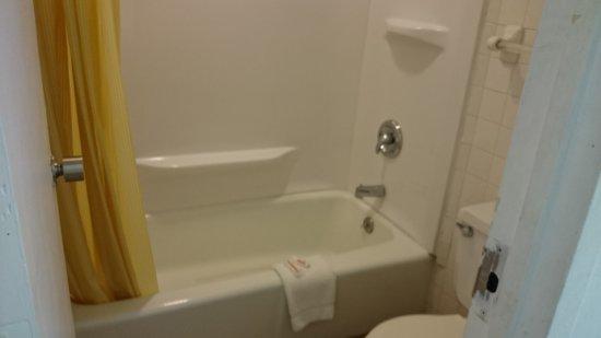 Wapakoneta, OH: Bathroom