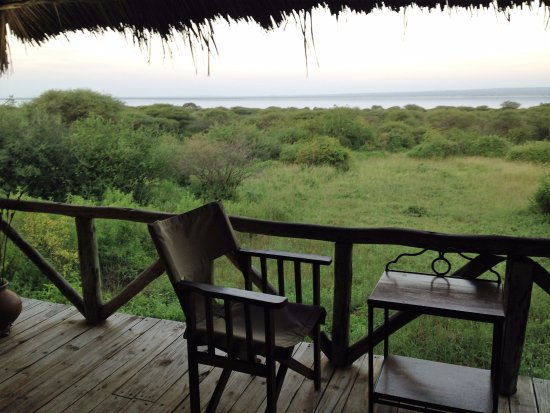 Lake Burunge Tented Camp: vista da varando do apartamento, com o lago à frente
