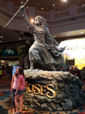 Branson, MO: Statue of Moses, the current show.