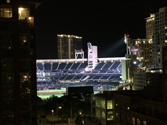 Hotel Indigo San Diego Gaslamp Quarter: View of Petco Park from our room at night