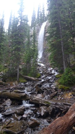 Panorama, Kanada: Beautiful Waterfall on way down the mountain